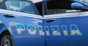 Picchia la moglie e la caccia di casa insieme alla figlia di 11 mesi, 32enne arrestato