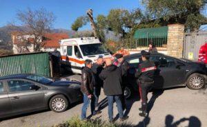 Spara due colpi di pistola contro i vicini di casa, 63enne calabrese ricercato in Liguria