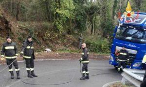 Autoarticolato bloccato sulla SP 72 a Girifalco, intervento dei Vigili del Fuoco