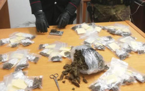 Deteneva materiale esplodente e marijuana, fruttivendolo arrestato