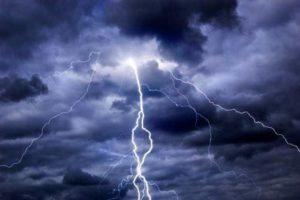 Maltempo – Pioggia e temporali sulle regioni centrali e venti di burrasca al Centro-Sud
