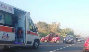 Scontro tra due auto sulla Statale 106 nel catanzarese, un ferito