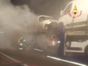 Autoarticolato in fiamme sull'Autostrada A2