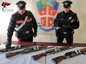 Beccato con 4 fucili rubati in auto, 27enne arrestato