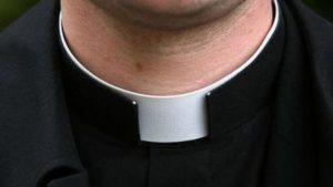 Ubriaco entra in una chiesa interroppe messa e minaccia il parroco, arrestato