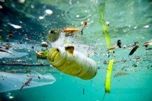 Coca-Cola , PepsiCo, Unilever e Nestlé sono le prime 4 aziende che producono più inquinamento da plastica al mondo