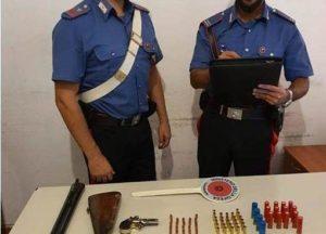 Armi nascoste sotto il materasso, 54enne arrestato