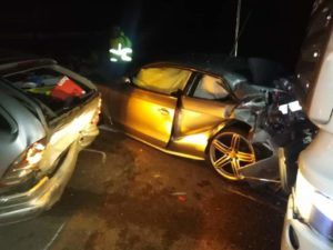 Brutto incidente sulla Ss 106, 4 auto e un tir coinvolte. Diversi feriti