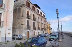 Giovane si lancia dalla balconata di Bellavista di Catanzaro, è ricoverato in rianimazione