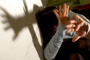 Da anni picchiava madre e sorella per estorcere denaro, 19enne arrestato