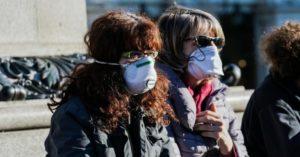 Lotta al Covid-19, la mascherina riduce il rischio di contagio del 77% mentre la distanza sociale dell'85%