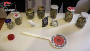Controlli antidroga dei carabinieri, beccati con cocaina e marijuana: due arresti