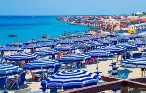 Fase 3, distanza anche in mare e divieti per feste: ecco le norme per andare in spiaggia
