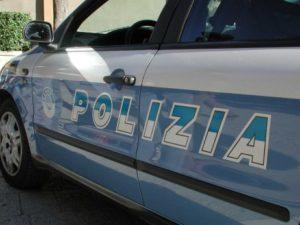 Poliziotto cade dalle scale di casa batte la testa e muore