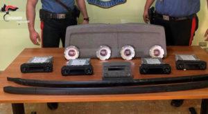 Beccato a rubare oggetti all'interno di auto, 25enne arrestato