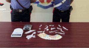 Sorpreso a casa con 14 dosi di marijuana già pronte per essere spacciate, 28enne arrestato