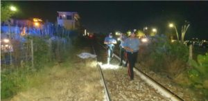 Uomo investito da un treno sulla jonica mentre attraversa i binari