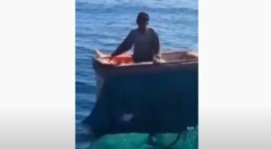 [VIDEO] Naufraga un pescatore di 65 anni, salvato dopo sei giorni in mare