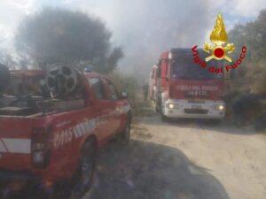 Discarica abusiva in fiamme tra Davoli e  San Sostene