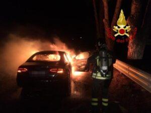 Auto in transito prende fuoco sulla SS 280, illesi i passeggeri