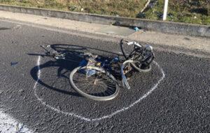 Ciclista travolto e ucciso, conducente dell'auto denunciato per omicidio stradale
