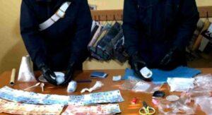 100 grammi di cocaina dentro una scatola di scarpe, coppia arrestata