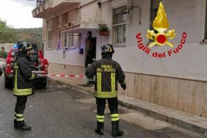 Incendio in un'abitazione, anziano trovato morto