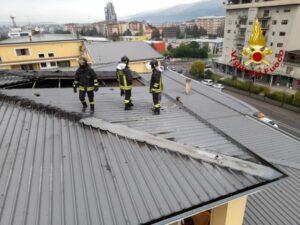 Canna fumaria manda in fiamme il tetto, intervento dei vigili del fuoco