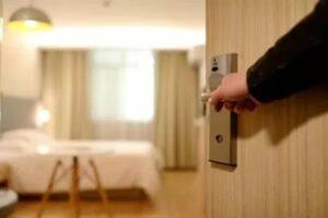 Affittava camere abusivamente e guadagni mai dichiarati, sanzionato e attività chiusa