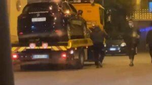 Tagliate gomme dell'auto dei carabinieri impegnati in un controllo in un locale