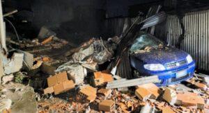 Crolla un muro di contenimento, 30 persone evacuate