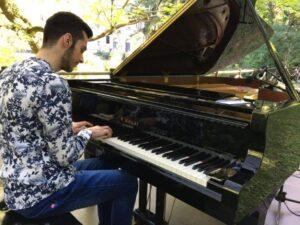 Il musicista catanzarese Francesco Lippelli miete successi nella sua nuova patria: Milano