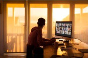 La vita online, il 22% dei giovani è sempre connesso