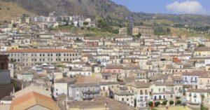 Coronavirus, contagi in crescita: sindaco calabrese chiede esercito per controllo del territorio