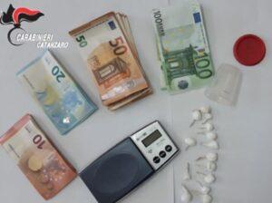 Controlli antidroga dei carabinieri di Soverato, due arresti per detenzione e spaccio di sostanze stupefacenti