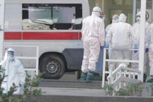 """Morta di Covid, la furia dei parenti in ospedale: """"Dateci la salma"""". Ferito operatore sanitario"""