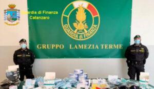 Scoperto un laboratorio clandestino di mascherine chirurgiche, sequestrati 10mila dpi contraffatti
