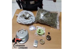 In auto con oltre mezzo chilo di droga, 42enne arrestato