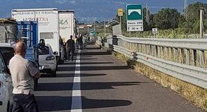 Incidente sull'A2 tra due auto, una persona è deceduta