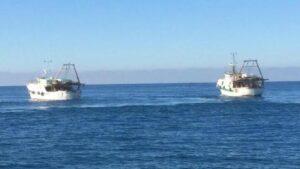 Guardia Costiera libica spara contro tre pescherecci italiani. Ferito un comandante