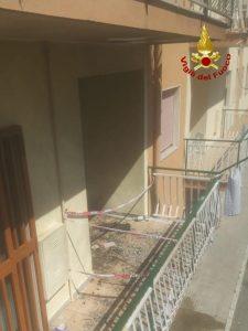 Scoppia una bombola da campeggio su un balcone, 70enne ferita