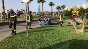 Auto si ribalta sul lungomare di Catanzaro, illesi i passeggeri