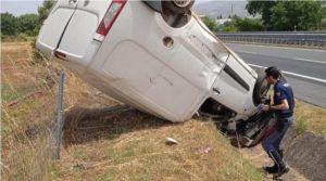 Furgone si ribalta sull'A2, conducente trasferito in ospedale con l'elisoccorso