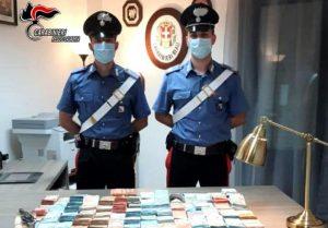 Trovato con una pistola clandestina e 198mila euro, 36enne arrestato