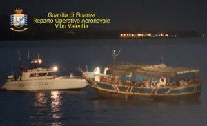 Intercettato peschereccio con 89 migranti al largo della costa ionica calabrese, fermati sei trafficanti