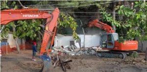 Avviata la demolizione delle villette abusive a Caminia di Stalettì