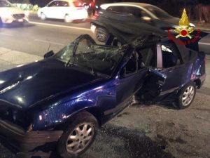 Auto perde il controllo e si ribalta, 4 ragazze ferite