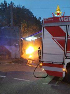 Incendio nel catanzarese con pericolosa fuga di gas