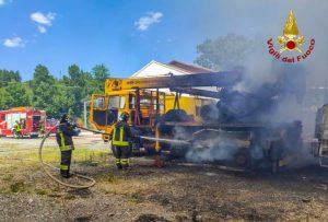 Incendio devasta officina-centro revisioni, ingenti i danni