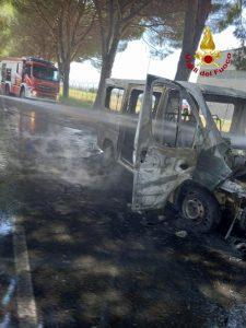 Fiat Ducato prende fuoco, in salvo il conducente